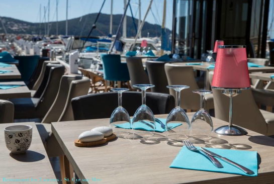 Restaurant les 2 soeurs - Lampe design1 Pied classic Bougies blanches